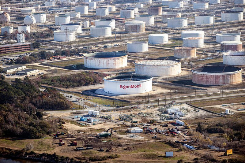 Greenpeace Oil - Everything You Need to Know About Fossil Fuel Subsidies - 05 - ExxonMobil Oil Storage Facilities in Texas